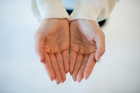 手が熱い・温かい、ほてりがある原因は?病気なの?