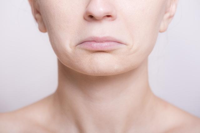 唇に違和感が!原因はヘルペス?ぶつぶつやしびれがある場合は?
