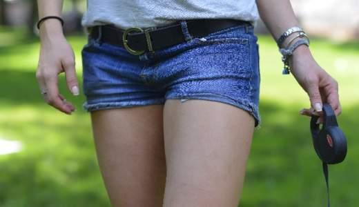 足の付け根が腫れ、できもので痛いけど正体は?痛くない、臭い、膿や血が出たりする場合は?